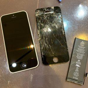 画面交換修理とバッテリー交換を行ったiPhone5c