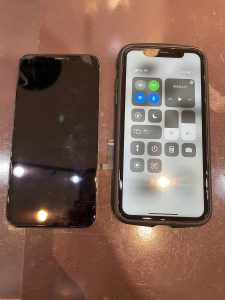 液晶パネルを交換したiPhone11