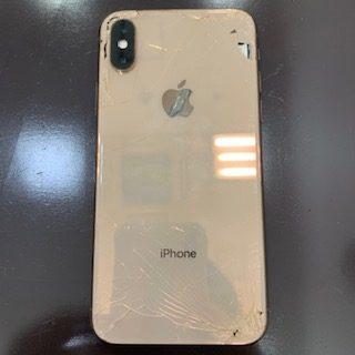 背面割れは機種変更しか修理出来ません。そんなリスクを回避できるのがガラスコーティング《iPhoneXS|ガラスコーティング施工》