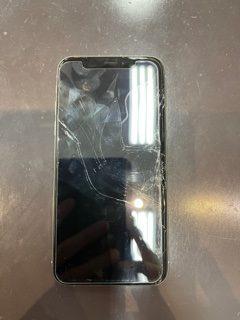 【iPhoneXS】車に轢かれてバキバキに。〈鹿島市よりご来店〉