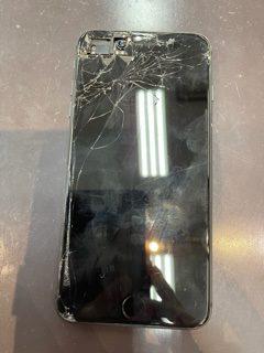 【iPhone8+】画面割れで剥き出しの基盤。〈大牟田市よりご来店〉
