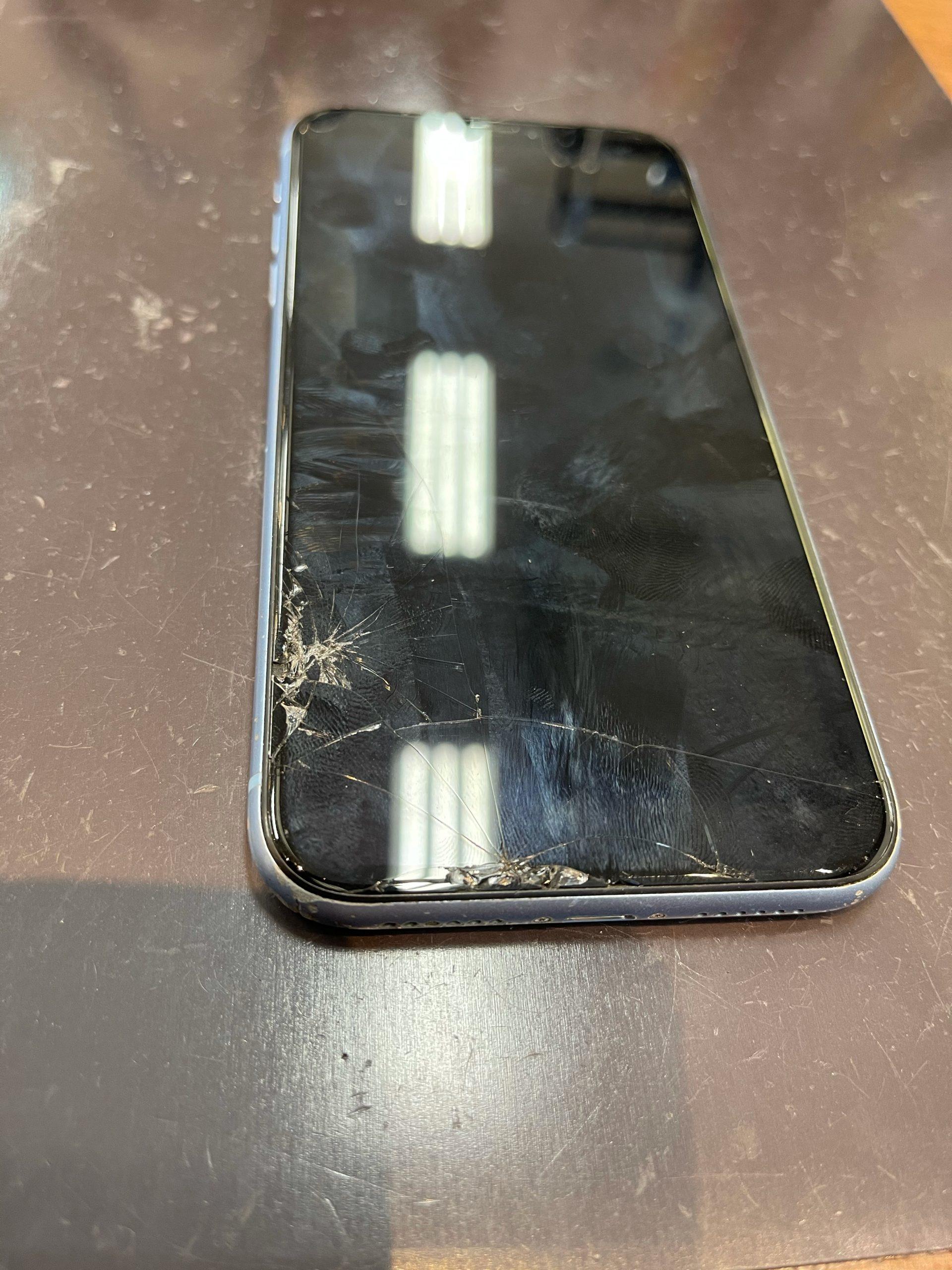 【iPhoneXR】画面割れしちゃった。〈佐賀市よりご来店〉