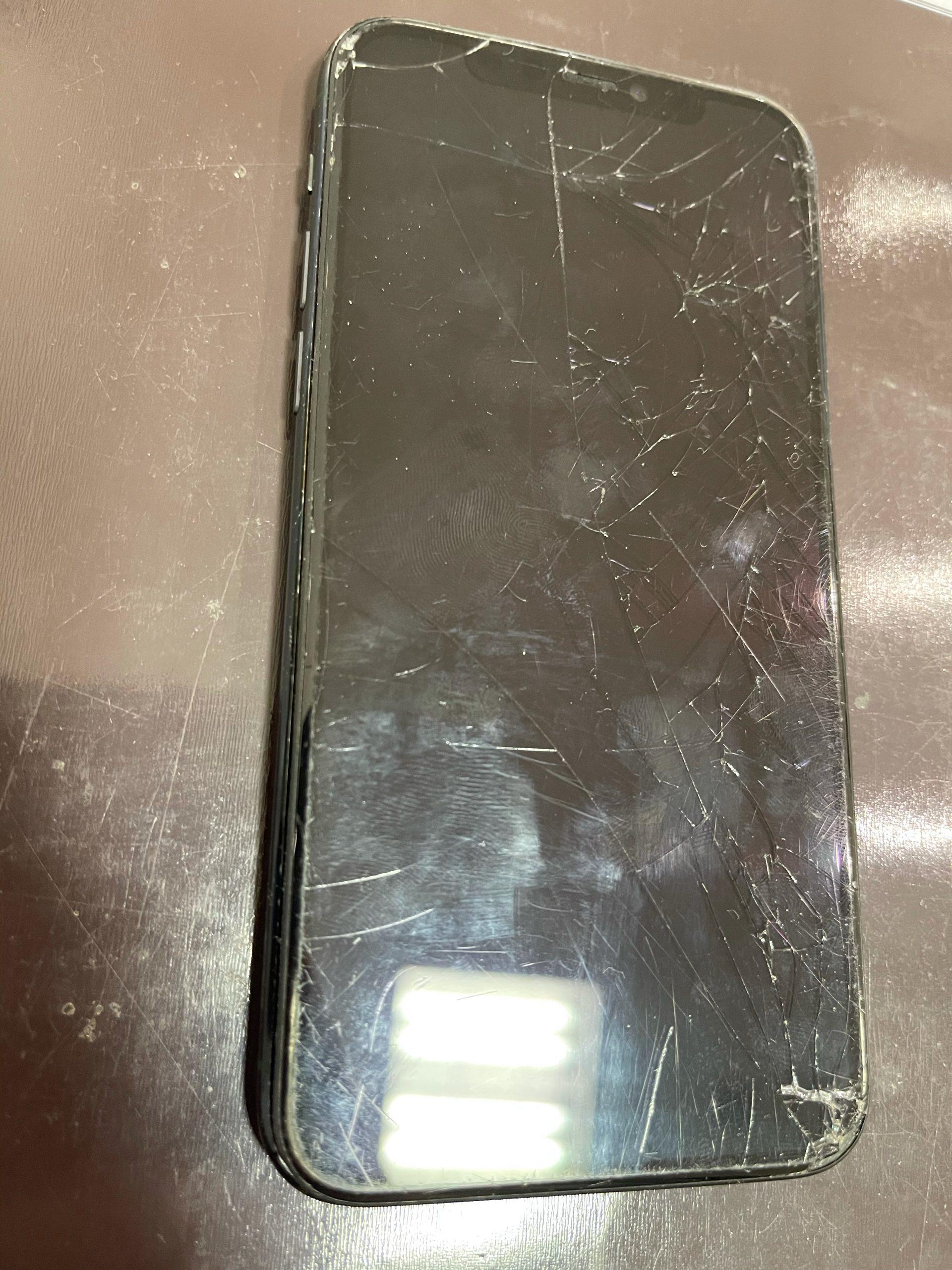 【iPhoneXS】バキバキに割れちゃいました。≪久留米市よりご来店≫